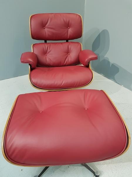 Réfection d\'un fauteuil Ray & Charles Eames en cuir lisse ( 130 coloris disponibles )