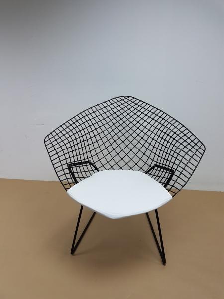 Réalisation d\'une assise en cuir blanc