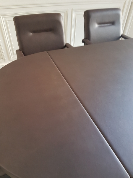 table-de-confc3a9rence-gainc3a9-cuir-article-count-prestige