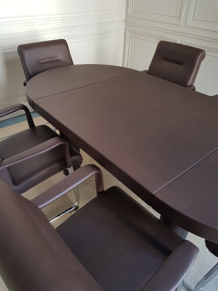 table-de-confc3a9rence-gainc3a9-cuir