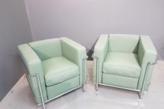 Réalisation de fauteuil ( Le Corbusier ) en cuir lisse ( 130 coloris disponibles )