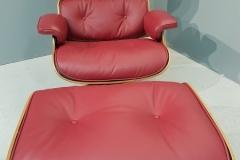 Réfection d'un fauteuil Ray & Charles Eames en cuir lisse ( 130 coloris disponibles )