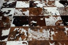 Fabrication d'un tapis vache poils naturelle tricolore