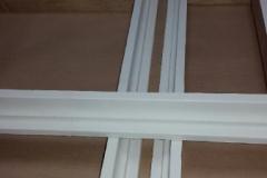 Encadrement de plafonniers gainés en cuir blanc ( pour Yacht )